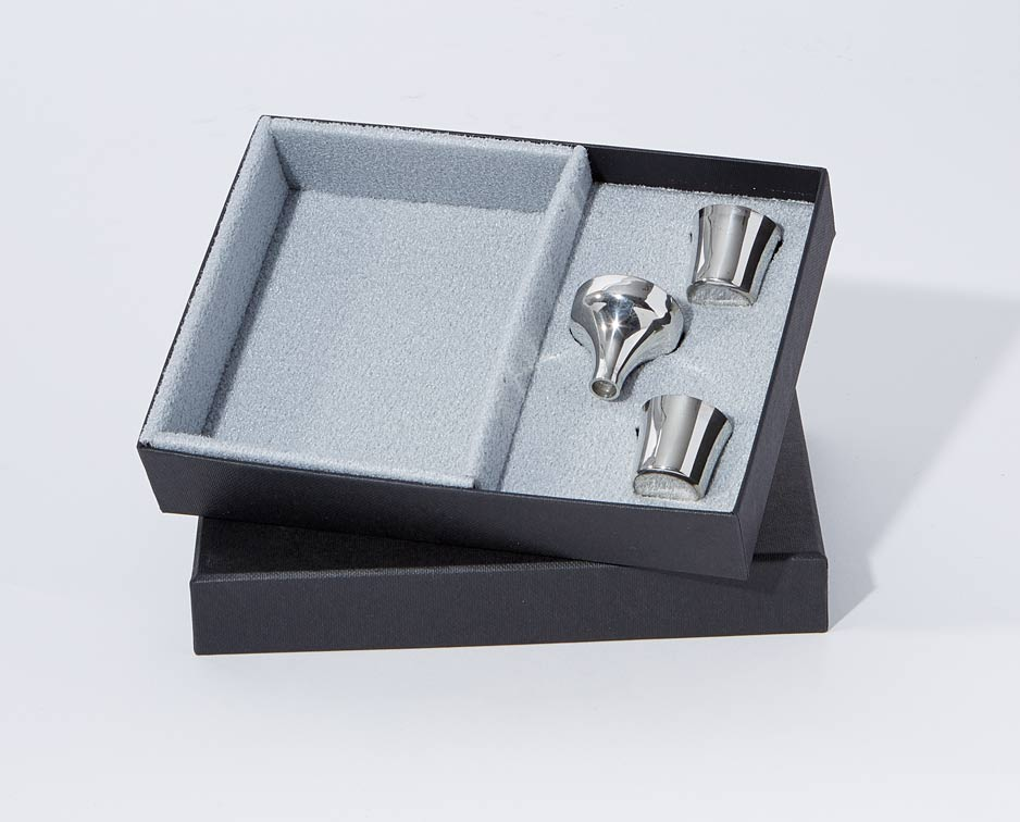 Flask Presentation Box supplied with 2 pewter nip cups and a pewter funnel - B18PRES